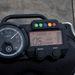 A felső rúdra lehet csavarni a GPS-t
