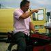 Ember, aki MV Agustát árul 250 euróért. Nem tudja a balga, milyen kincset pazarol el