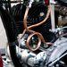 Az egyenes csövek a merev váz és a motor rezgései miatt eltörnének