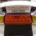 A lámpák fényereje kiváló, sötétben is látható a Vectrix