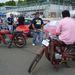 A távolabbi motor valami 600 euró környékén volt. Ezen a közelebbin (Moto Guzzi)  már a boldog tulajdonos ül, 1300 euróról indult neki az ár. Remélem, sokat alkotott