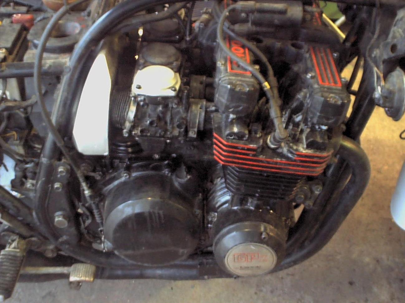 Nem egyszerű motor ez az FZR sem