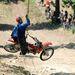 Egy motort kötélpályán szállítanak a Siroki Motoros Találkozón rendezett motoros hegymászó (hillclimb) versenyen 2012. július 28-án. MTI Fotó: Komka Péter