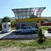 Automata benzinkút és huszonéves Daciák