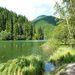 A Gyilkos-tó egy természetes torlasztó. 1837-ben keletkezett, egy közeli hegyről lecsúszó kőtörmelék következtében. A vízből megkövesedett fatörzsek állnak ki