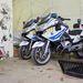 Rendőrségi BMW-k a gyakorlótér garázsában