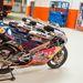 Red Bull Rookies motorok egy sarokban