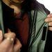 Kéz cipzár és egy patentsor zárja össze a kabátot. Már tudom, nem kötelező mindig mindent használni