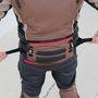 A dzsekit nem csak derékban, de csípőnél is lehet állítani