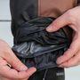 A Trail nadrágok is többrétegűek, és nem csak a thermo-bélés, de a membrán is kivehető.