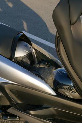 Semmi flanc. Ez az YP400 Majesty műszerfala. A Suzukié és ez is autóhoz szokott szemnek való