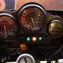A műszervilágítás és a visszajelző lámpák is nagyon fontosak egy motoron