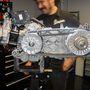 Ránézésre a Piaggio Beverly 350 motortömbje is hasonló a közönséges robogókéhoz, pedig ebben többtárcsás kuplungot találunk