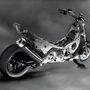 A Yamaha Tmax-be is CVT-rendszerű automataváltó került, de a kuplung nem közvetlenül, hanem két újabb áttételen át hajtja a kereket. Így a motorblokk és a váltó fixen helyezkedik el a vázban, csökkentve ezzel a robogó rugózatlan tömegét. A hagyományos robogókon a motor és a váltó a hátsó futómű része
