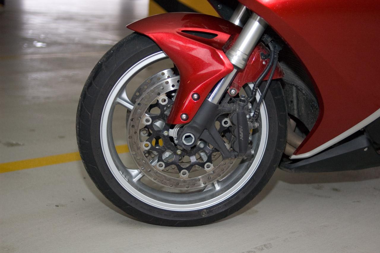 A garázsban szívesen gyönyörködöm benne, de motorozni valami mással szeretnék
