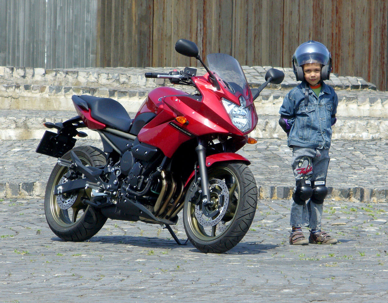 Igazából túl hamar véget ért a motorozás, de vártak a gyerekek