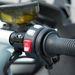 BMW: egy gombba integrált indító és vészleállító egység, a markolatfűtés és az ülésfűtés aktiváló pöckei