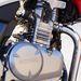 A gázt is bovden huzigálja, de a keverékképzés injektoros