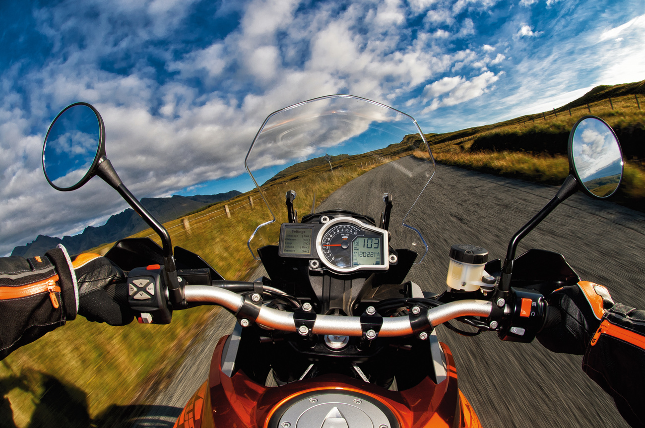 Egy ilyen motoron, ilyen tájon, így motorozni tudni...