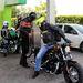 A kis üzemanyagtartályos motorokba még útközben tankolni kellett