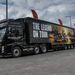 Impozáns kamionnal érkeztek a tesztmotorok