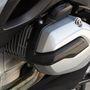 Az új bokszermotor névleges teljesítménye 125 lóerő, 7750-es fordulatszámon. Tizenöt lóerő az előny a korábbi modellhez képest, de a motor sokkal élénkebben reagál a gázadásra, mint a régebbi bokszerek
