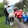 Jól látják, a svéd csaj pillangószárnyakkal, tüllszoknyában, motoroscsizmában volt egész nap. Hiába na, a Vespa igazi egyéniségeknek készül