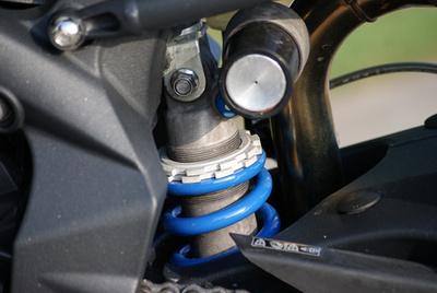 Első generációs R változat gyári Arrow komplett rendszerrel, ledes lámpákkal pimpelve